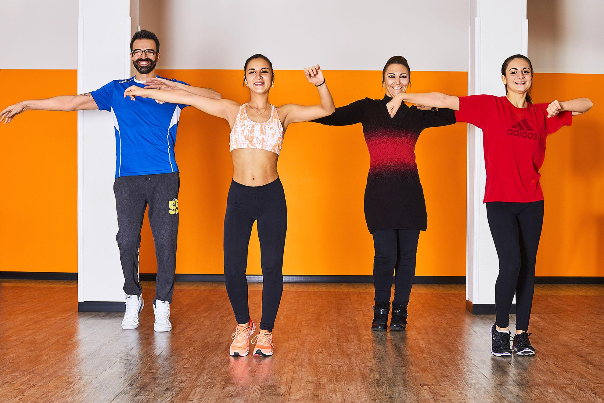 Allievi del corso di ballo durante la lezione